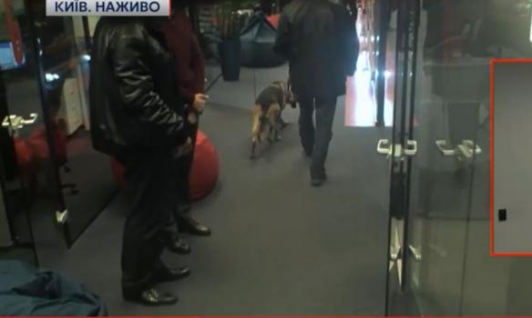 """Телеканал """"112 Україна"""" евакуюють через """"мінування"""" - фото 2"""
