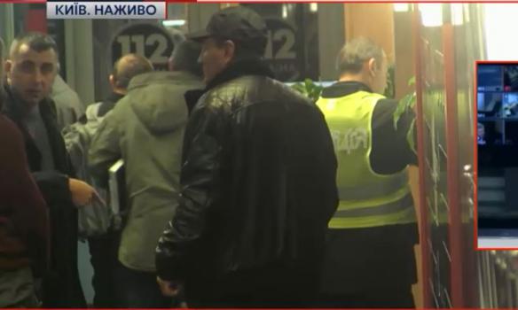"""Телеканал """"112 Україна"""" евакуюють через """"мінування"""" - фото 1"""