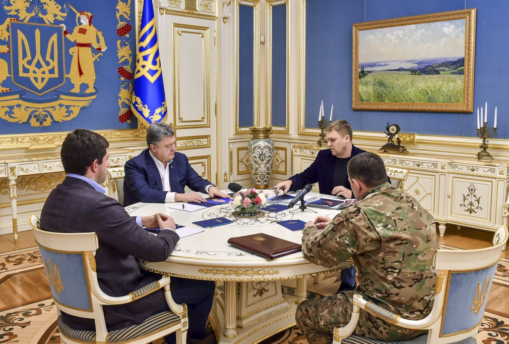 Порошенко провів оперативну нараду з приводу стрілянини у Княжичах - фото 1
