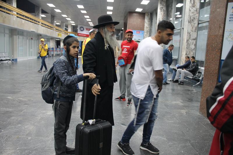 Вінницький аеропорт прийняв перших паломників-хасидів - фото 14