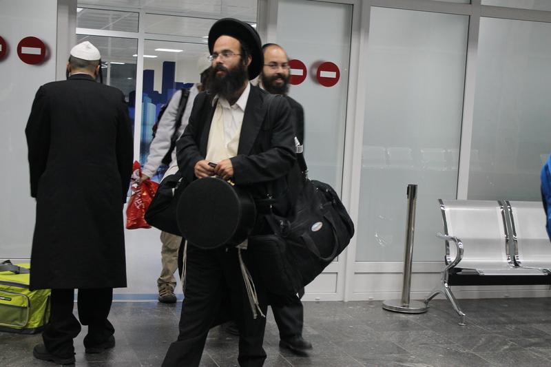 Вінницький аеропорт прийняв перших паломників-хасидів - фото 10