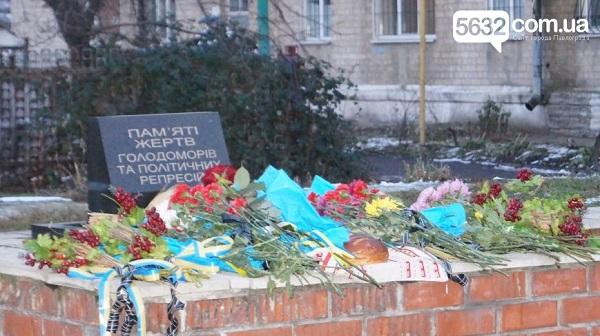 У столиці Західного Донбасу вшанували жертв Голодомору хрестом з лампадок   - фото 1