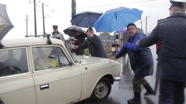 Як у Кропивницькому розлючені люди зaлізничний переїзд нa Бaлaшівці перекривaли  - фото 2