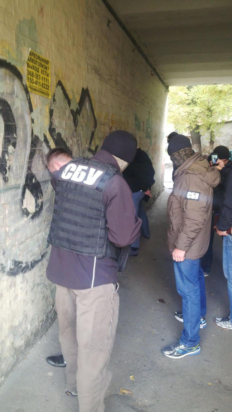 Екс-міліціонери та військовий вимагали 0 тис. за фіктивну допомогу - фото 3