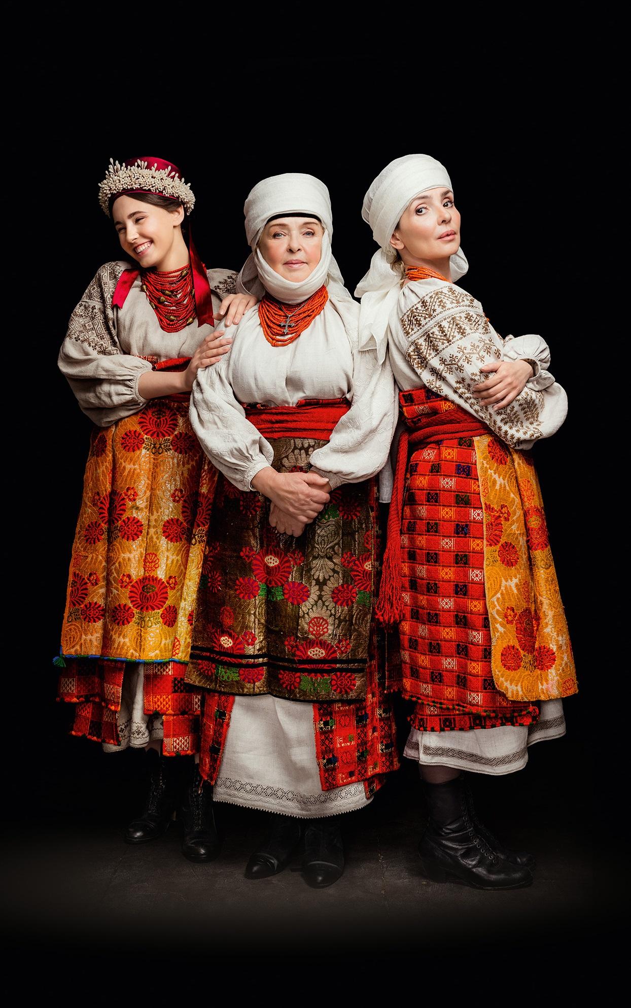 Кароль, Фреймут, Єфросиніна вбралися у розкішне українське вбрання - фото 8