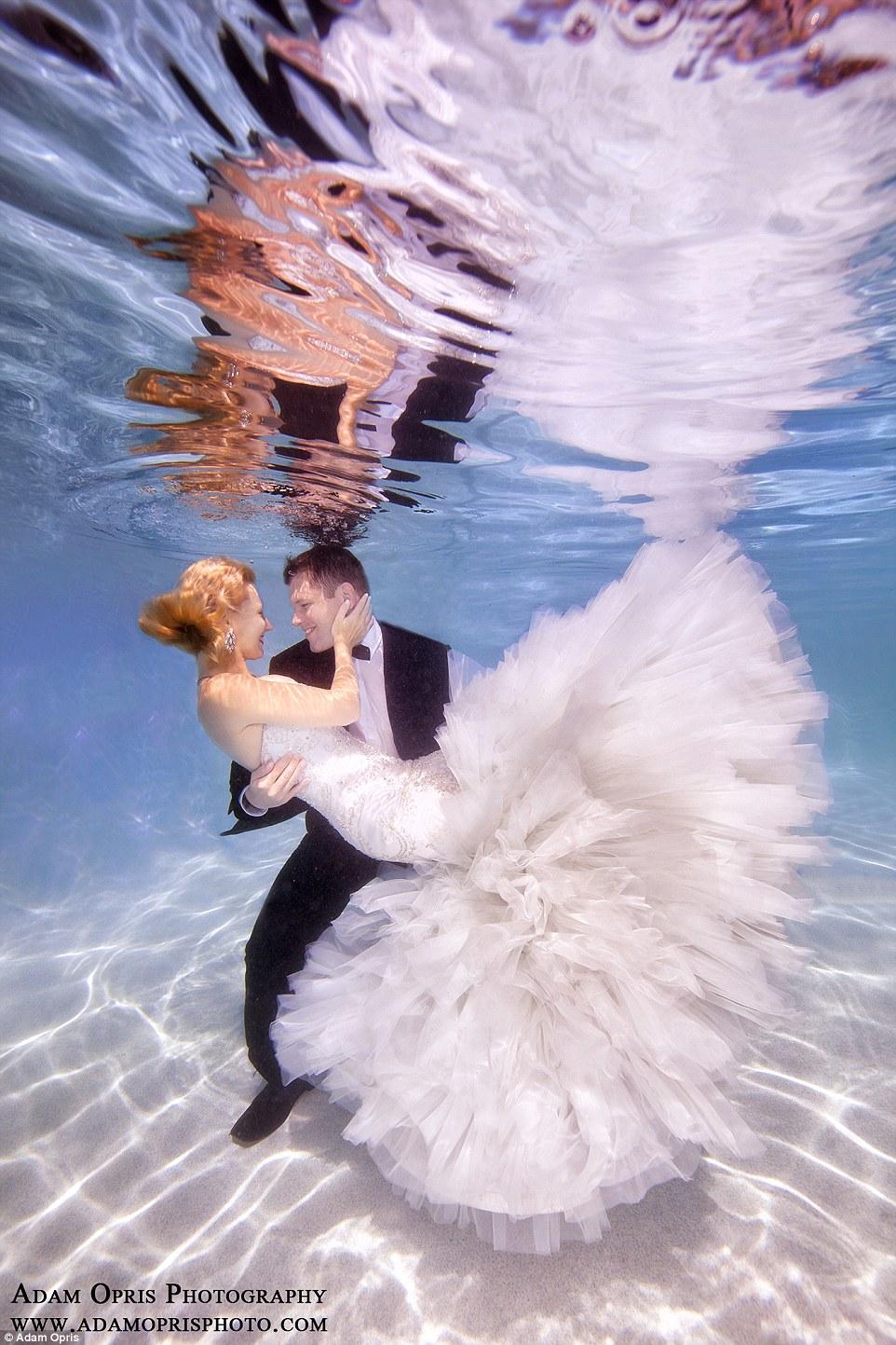 Неймовірні весільні фото під водою, через які хочеться затамувати подих - фото 1