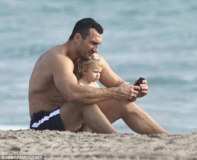 Як Кличко із дочкою у пасочки бавився  - фото 3