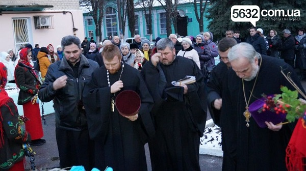 У столиці Західного Донбасу вшанували жертв Голодомору хрестом з лампадок   - фото 2