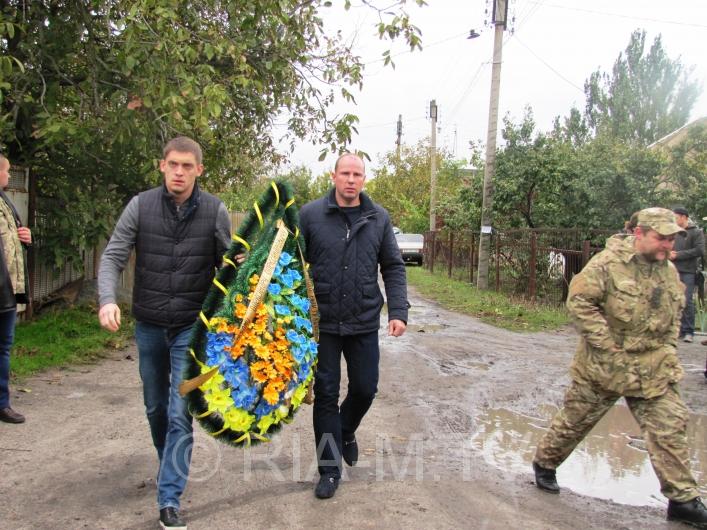 У Мелітополі в День захисника України прощалися з загиблим бійцем - фото 1