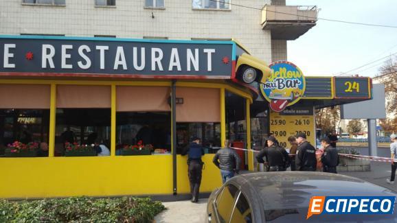 В Авакова розповіли подробиці стрілянини у київському кафе (ФОТО, ВІДЕО 18+) - фото 2