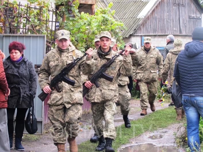 У Мелітополі в День захисника України прощалися з загиблим бійцем - фото 3