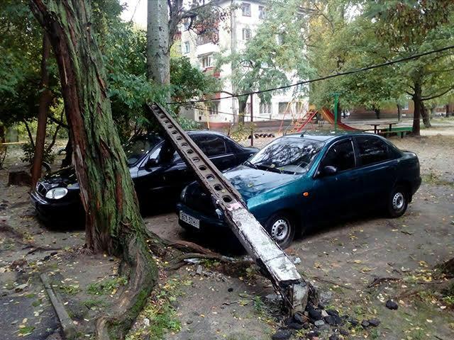 На Миколаївщині через негоду 53 населені пункти залишились без світла - фото 1