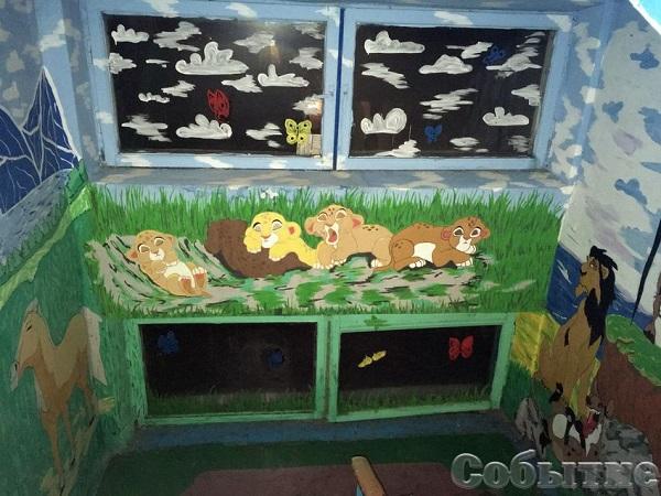 У Кам'янському в під'їздах з'явилися леви і летючі футболісти - фото 3