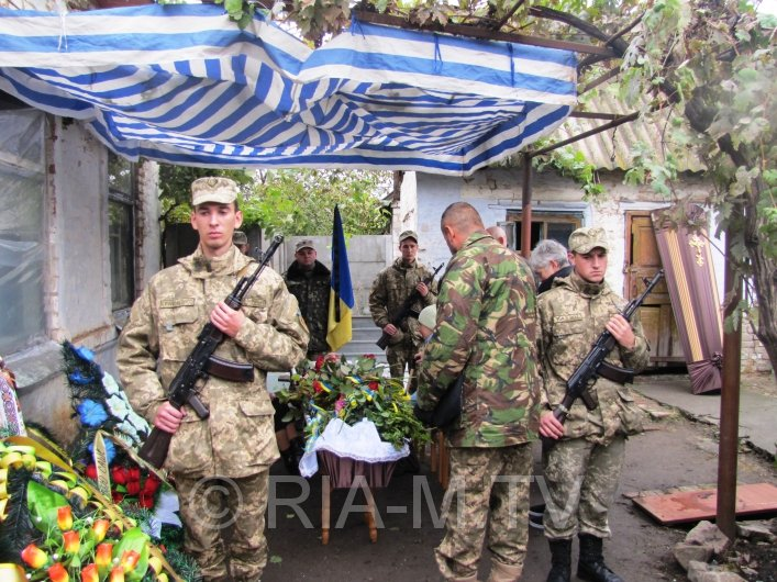 У Мелітополі в День захисника України прощалися з загиблим бійцем - фото 4