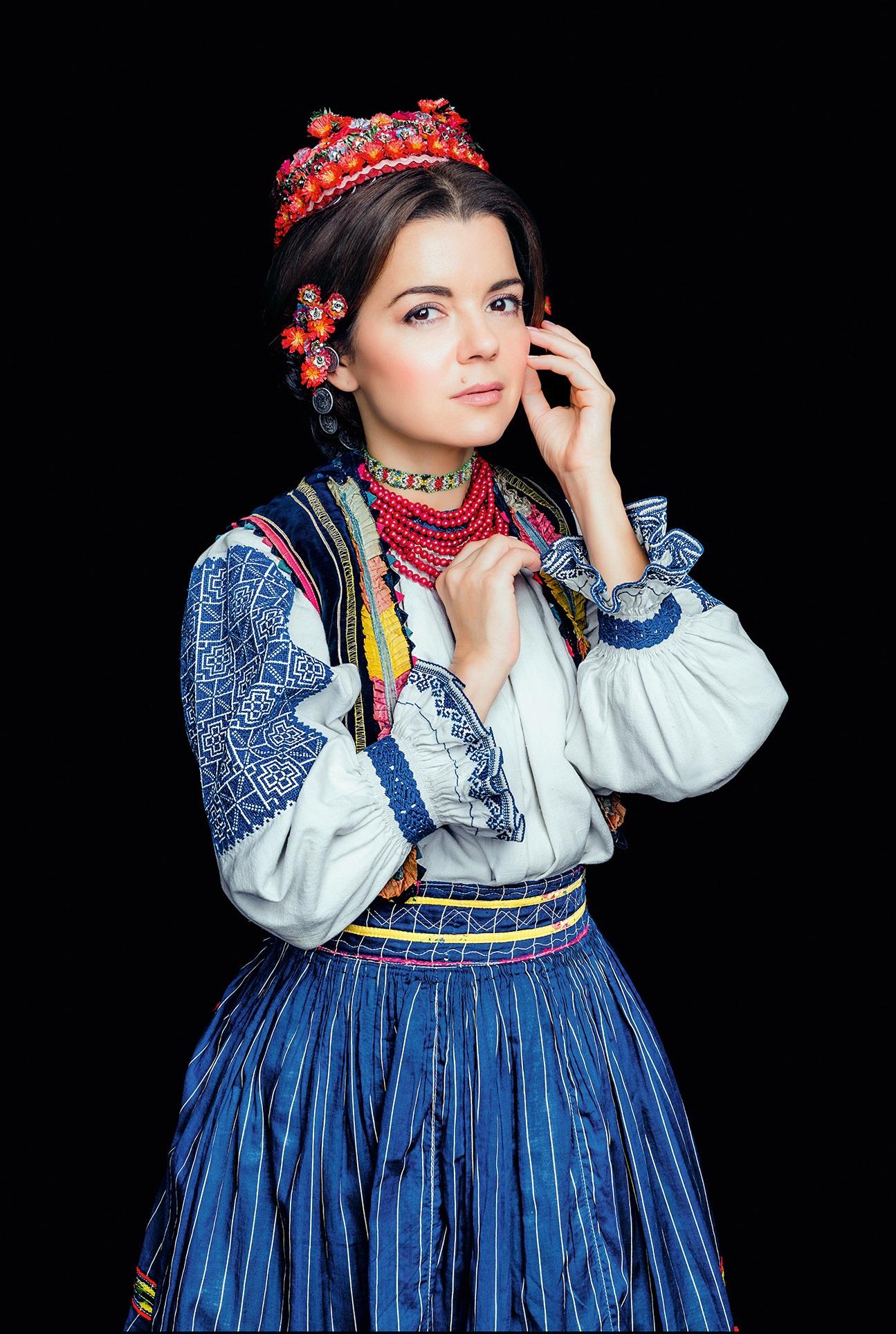 Кароль, Фреймут, Єфросиніна вбралися у розкішне українське вбрання - фото 7