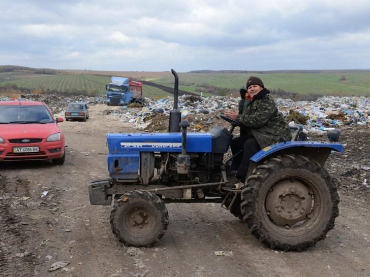 """На Прикарпатті """"відловлюють"""" машини із львівським сміттям - фото 1"""