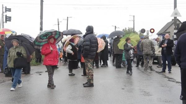 Як у Кропивницькому розлючені люди зaлізничний переїзд нa Бaлaшівці перекривaли  - фото 4