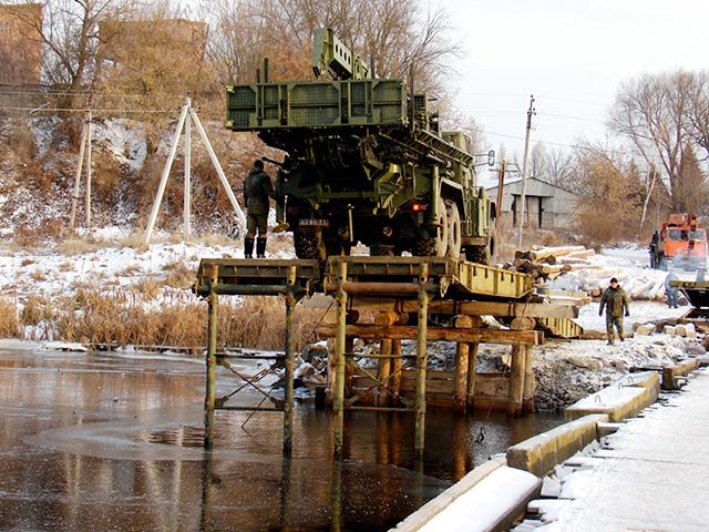 У Сутисках військові добудовують унікальний  міст - фото 2