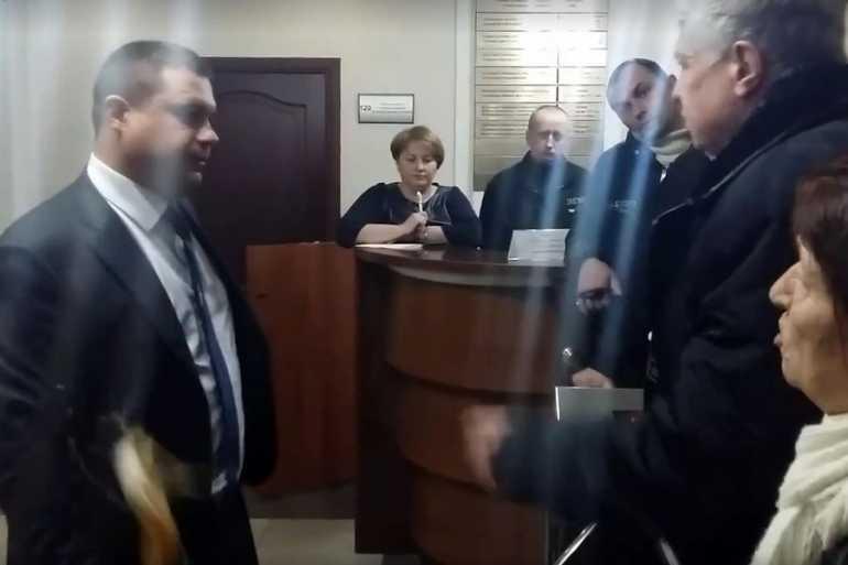 Заступника прокурора Вінницької області закидали яйцями - фото 1