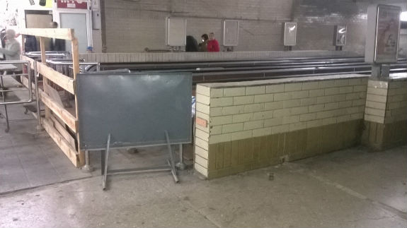 Комунальникам Києва стало соромно за довговічний ремонт ескалатора на вокзалі - фото 2
