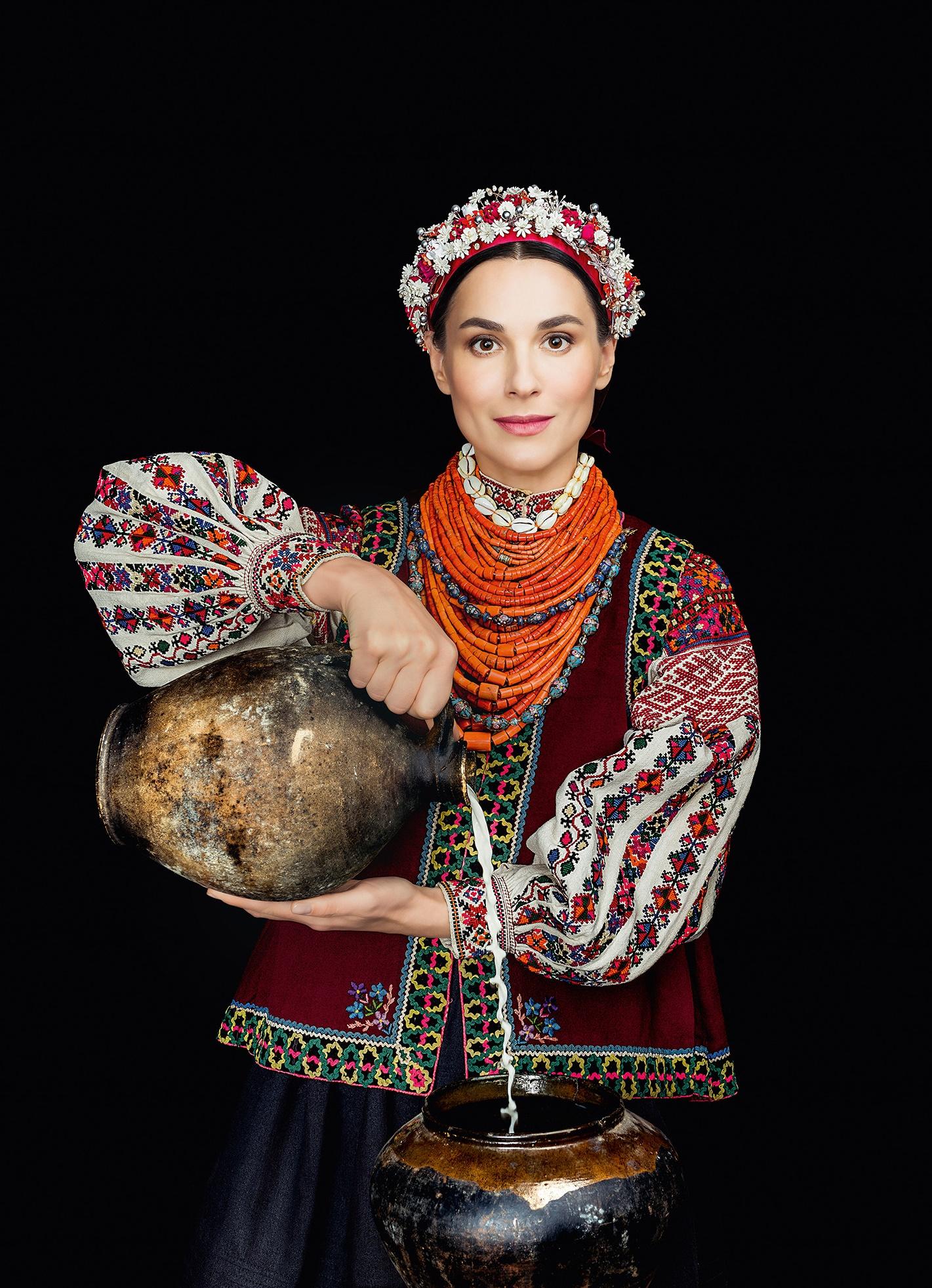 Кароль, Фреймут, Єфросиніна вбралися у розкішне українське вбрання - фото 3