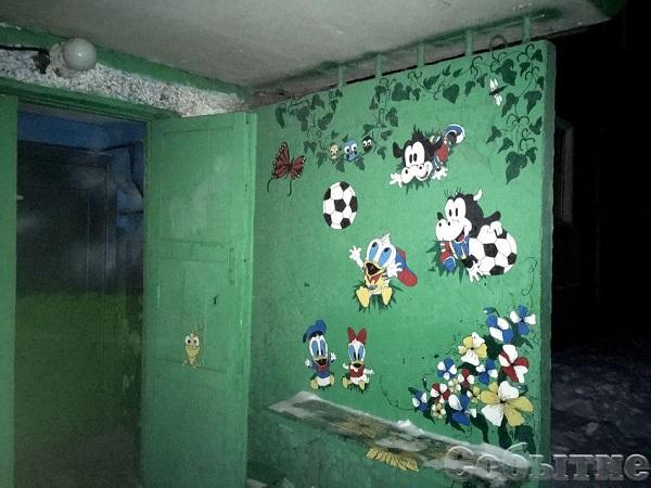 У Кам'янському в під'їздах з'явилися леви і летючі футболісти - фото 2