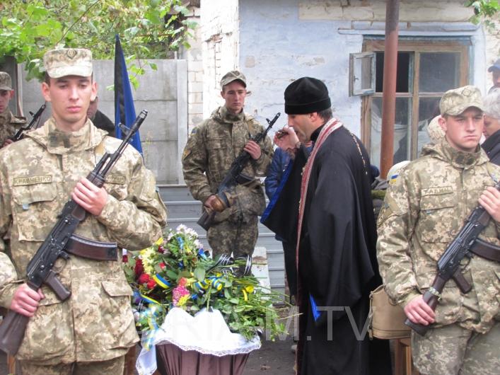 У Мелітополі в День захисника України прощалися з загиблим бійцем - фото 2