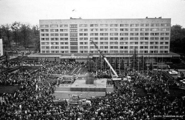 Як у Франківську 26 років тому зносили пам'ятник Леніну  - фото 2