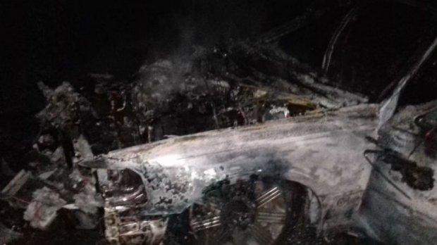 Масова аварія під Львовом, одна з машин спалахнула - фото 1