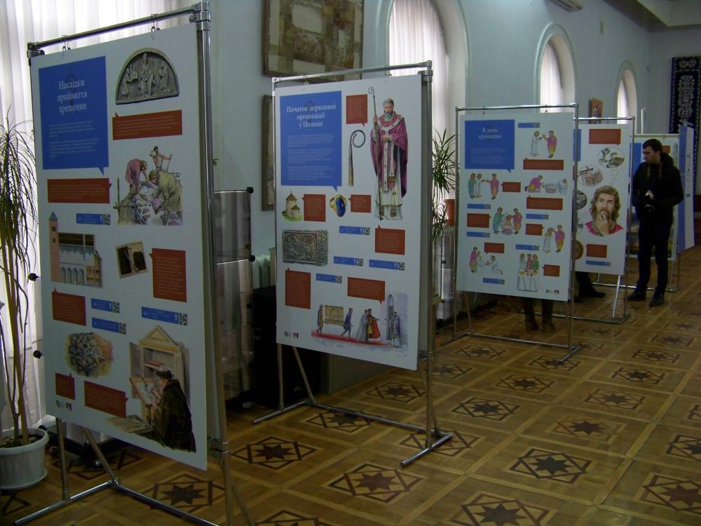 """Вінницьку виставку про хрещення Польщі можуть """"подивитися"""" навіть ті, хто не бачить - фото 3"""