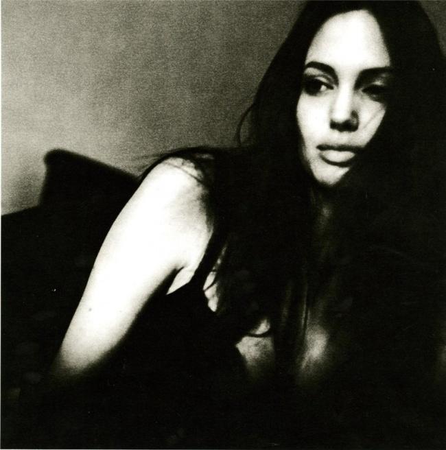Архівні фото Джолі, яку знімав Пітт, підкорили мережу - фото 5