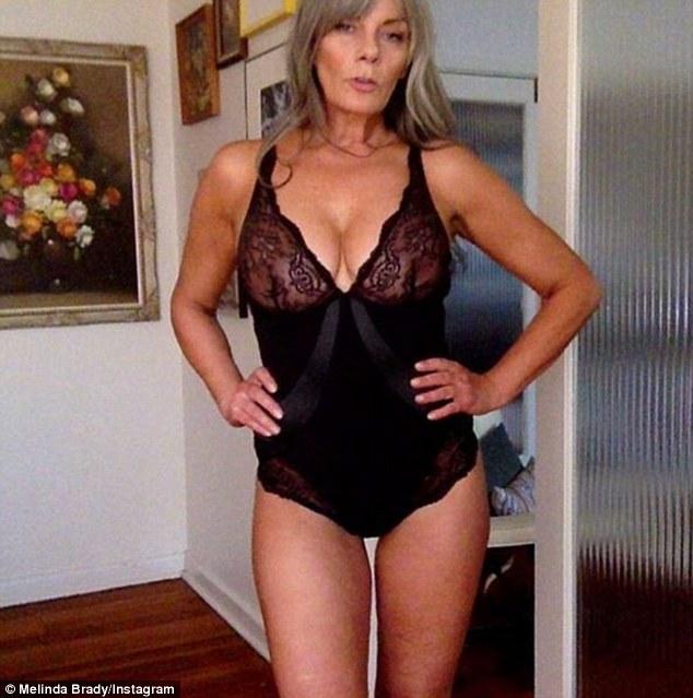 54-річна красуня в білизні розкрила секрети успіху - фото 2