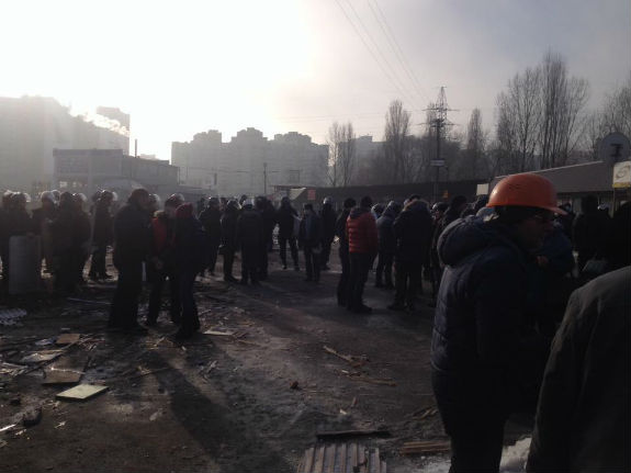 Десятки спецпризначенців прибули на знесений ринок у Києві - фото 3