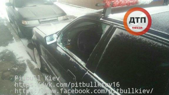Злочинці у Києві розбивають вікна в машинах заради забави - фото 1