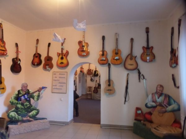 Двоє братів з прикордонного міста збирають гітари - фото 1