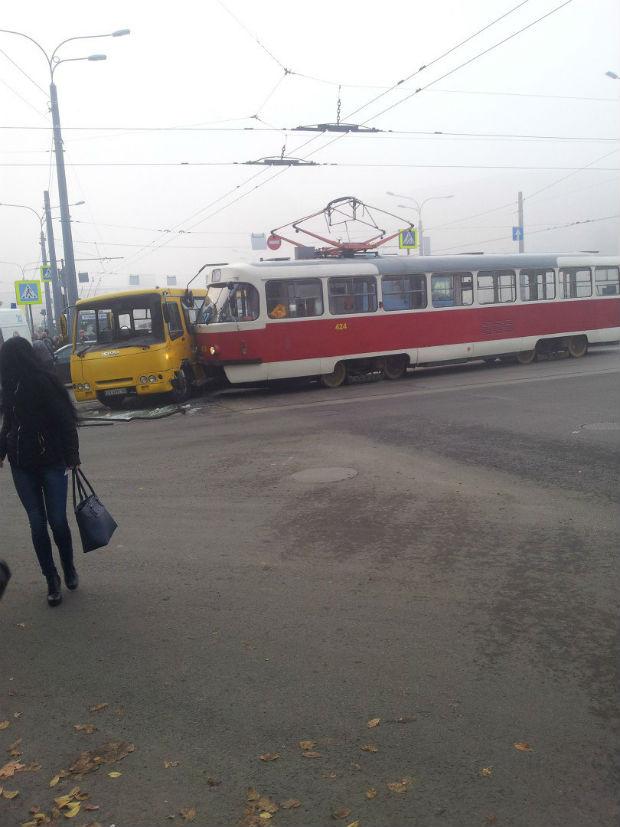У Харкові сталася ДТП з громадським транспортом, - очевидці - фото 1
