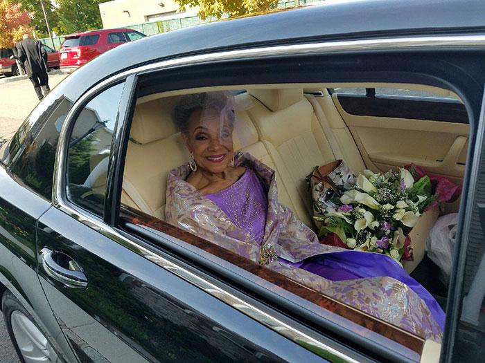86-річна наречена підірвала мережу весільною сукнею власного дизайну  - фото 3