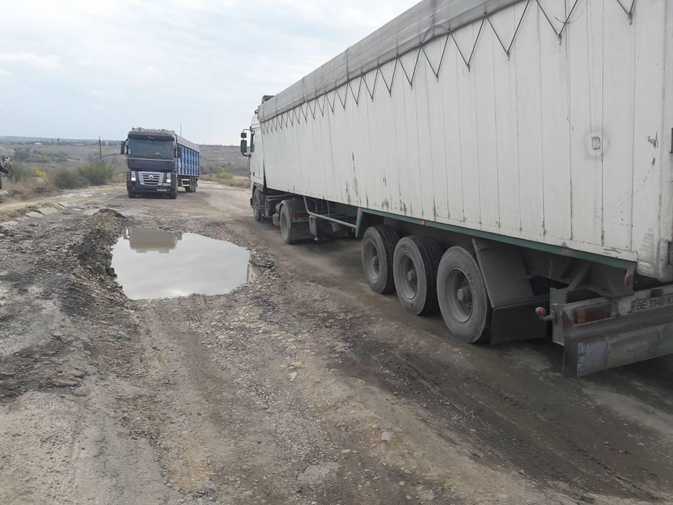 Дороги смерті: в Миколаївській службі автодоріг назвали траси Н-11 і Н-14 проїздними - фото 3