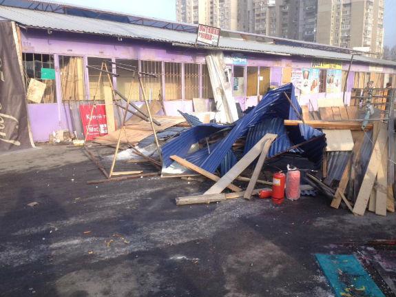 Десятки спецпризначенців прибули на знесений ринок у Києві - фото 2