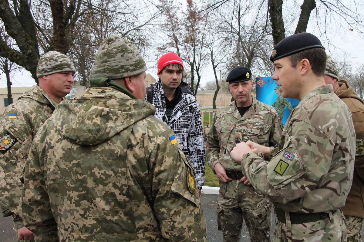 У Миколаєві британські інструктори навчтимуть бійців тактичній логістиціУ Миколаєві британські інструктори навчтимуть бійців тактичній логістиці