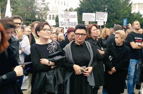 ВПольше прошел массовый «черный» протест против запрета абортов