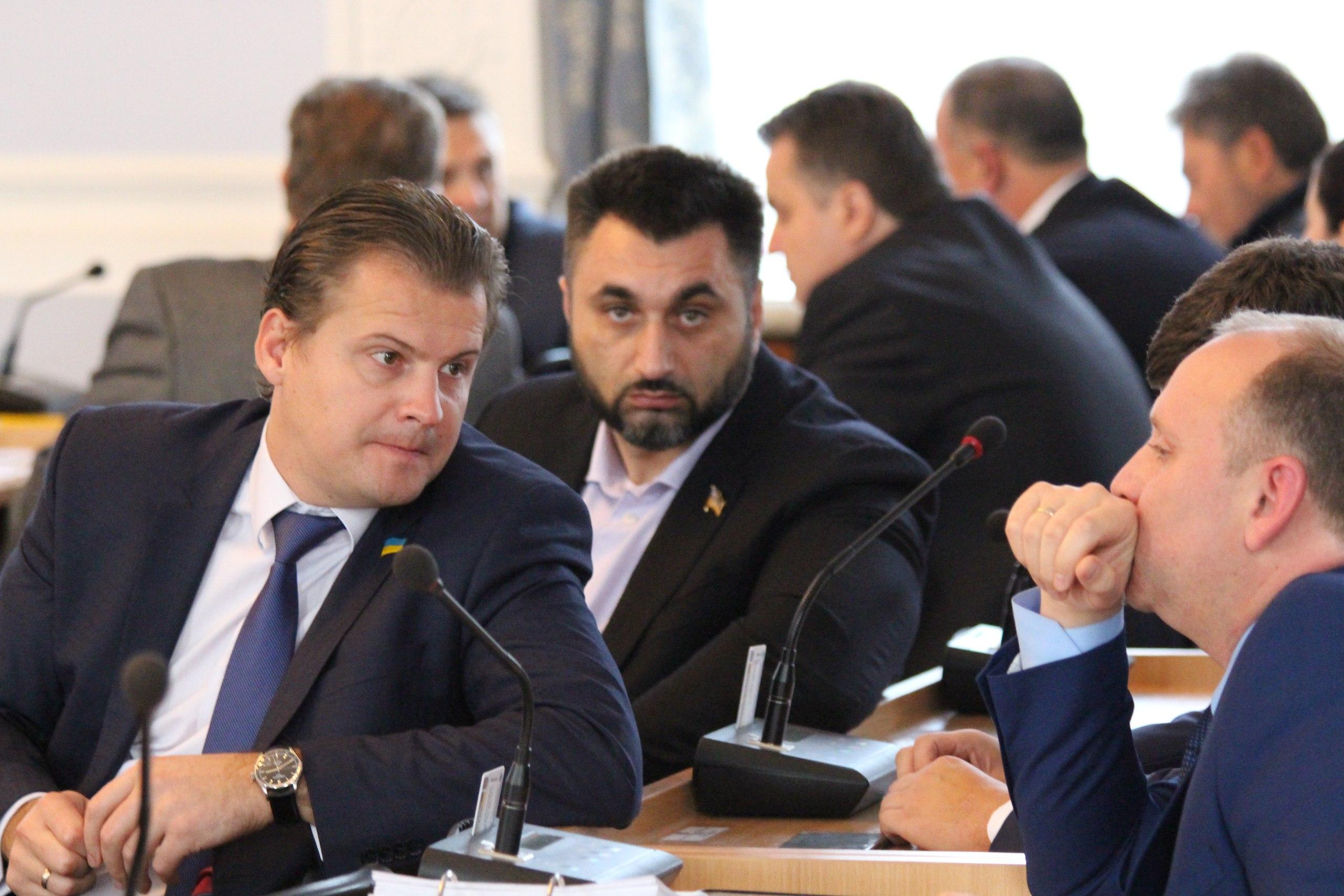 """Нижча ліга КВН: Як депутати """"тероризували"""" мера та гигикали на сесії - фото 9"""