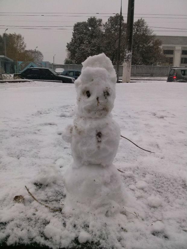 У Харкові з'явилися перші сніговики (ФОТО) - фото 2
