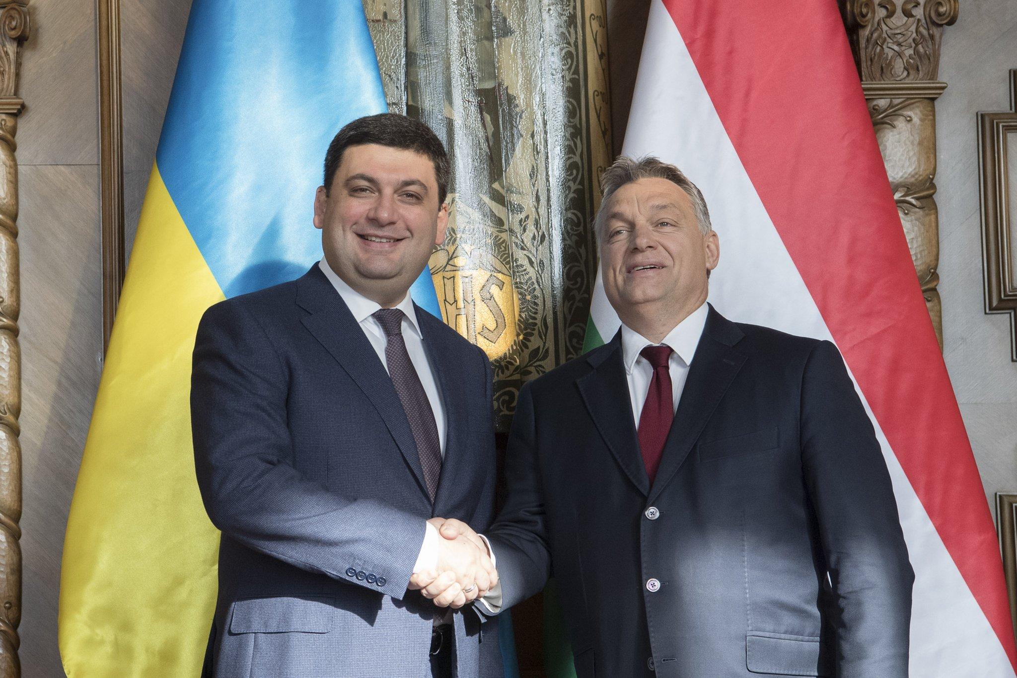Угорщина скасовує плату за візи для українців - фото 1