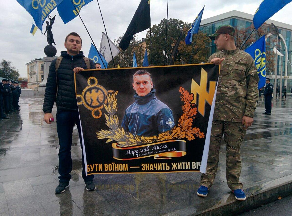 У Харкові влаштували марш пам'яті на честь загиблого на Донбасі офіцера (ФОТО, ВІДЕО) - фото 2