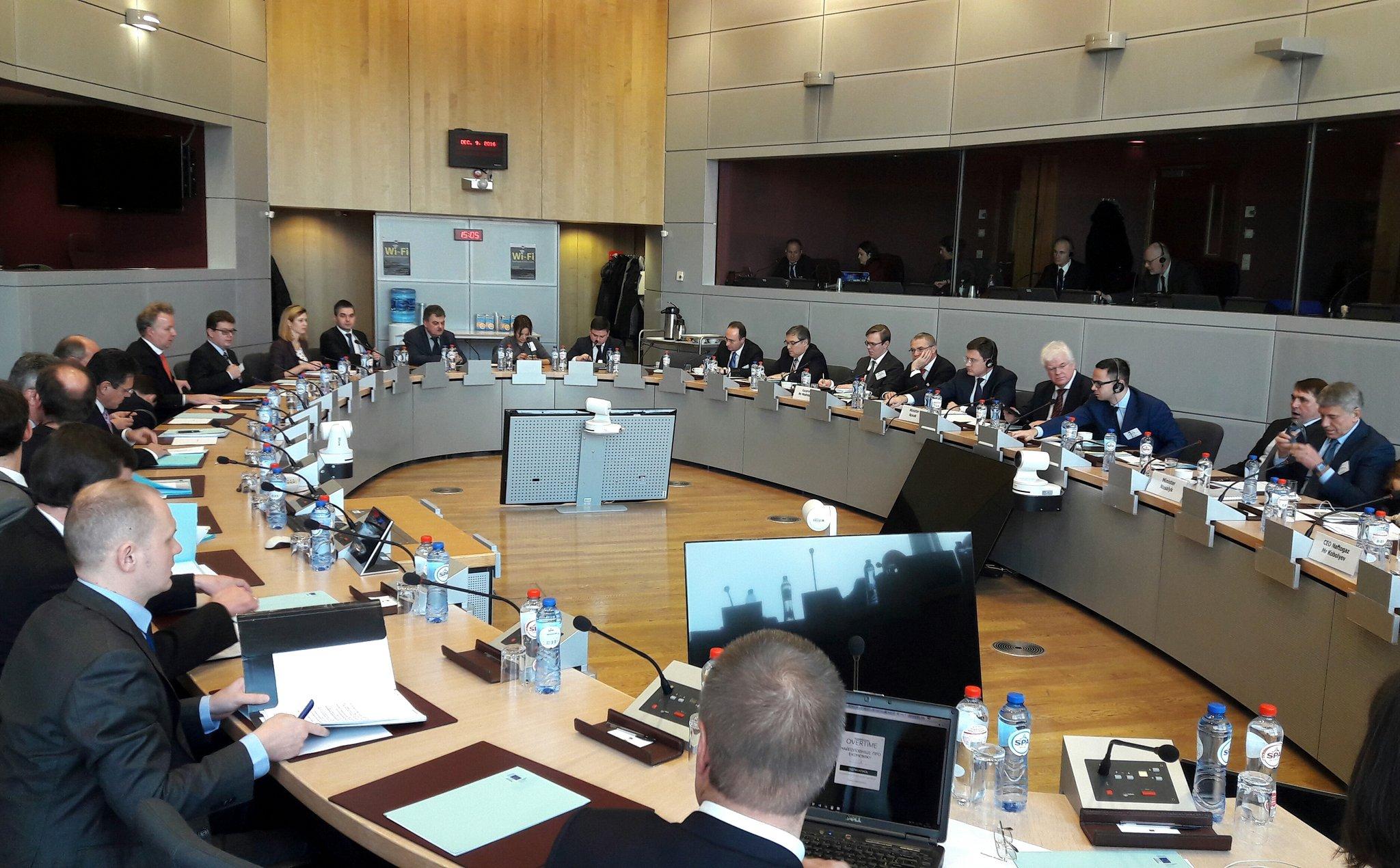 У Брюсселі стартували газові переговори Україна-ЄС-Росія - фото 1