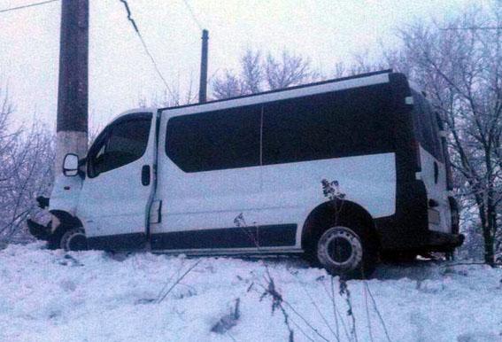 ДТП вСлавянске— пострадали пассажиры и шофёр микроавтобуса изПокровска
