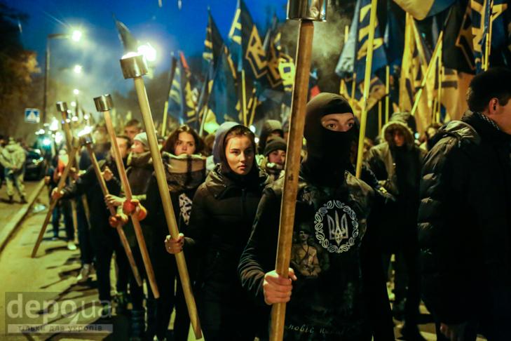 """Як """"Азов"""" із фаєрами і петардами пройшов """"Маршем нації"""" - фото 4"""