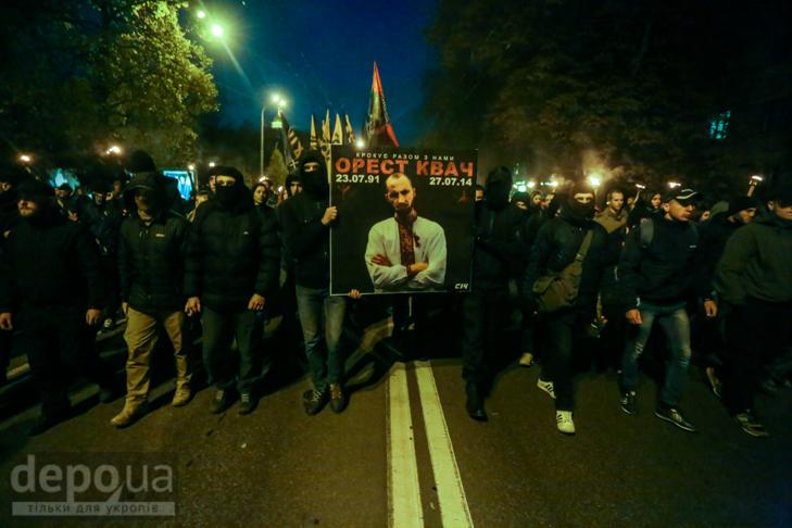 """Як """"Азов"""" із фаєрами і петардами пройшов """"Маршем нації"""" - фото 5"""