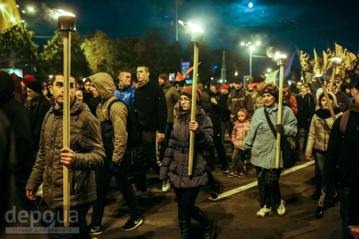"""Як """"Азов"""" із фаєрами і петардами пройшов """"Маршем нації"""" - фото 6"""